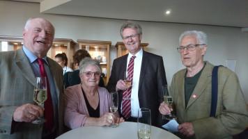 Der 1. Bürgermeister von Freiburg (2. v. r.) begrüßt uns