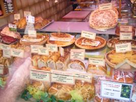 Nichts für Veganer und Vegetarier - eine Boulangerie in Colmar